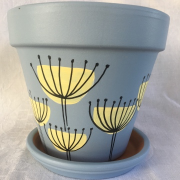 Umbel Design on pale blue